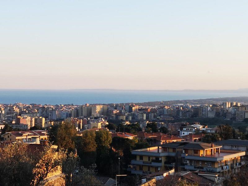 Catania-San Nullo panoramico vani 5+mansarda+garage+giardino -semindipendente
