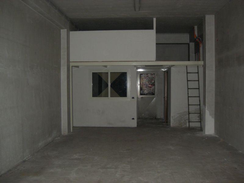Misterbianco -Via Pisa locale di mq.53  vendesi o affittasi