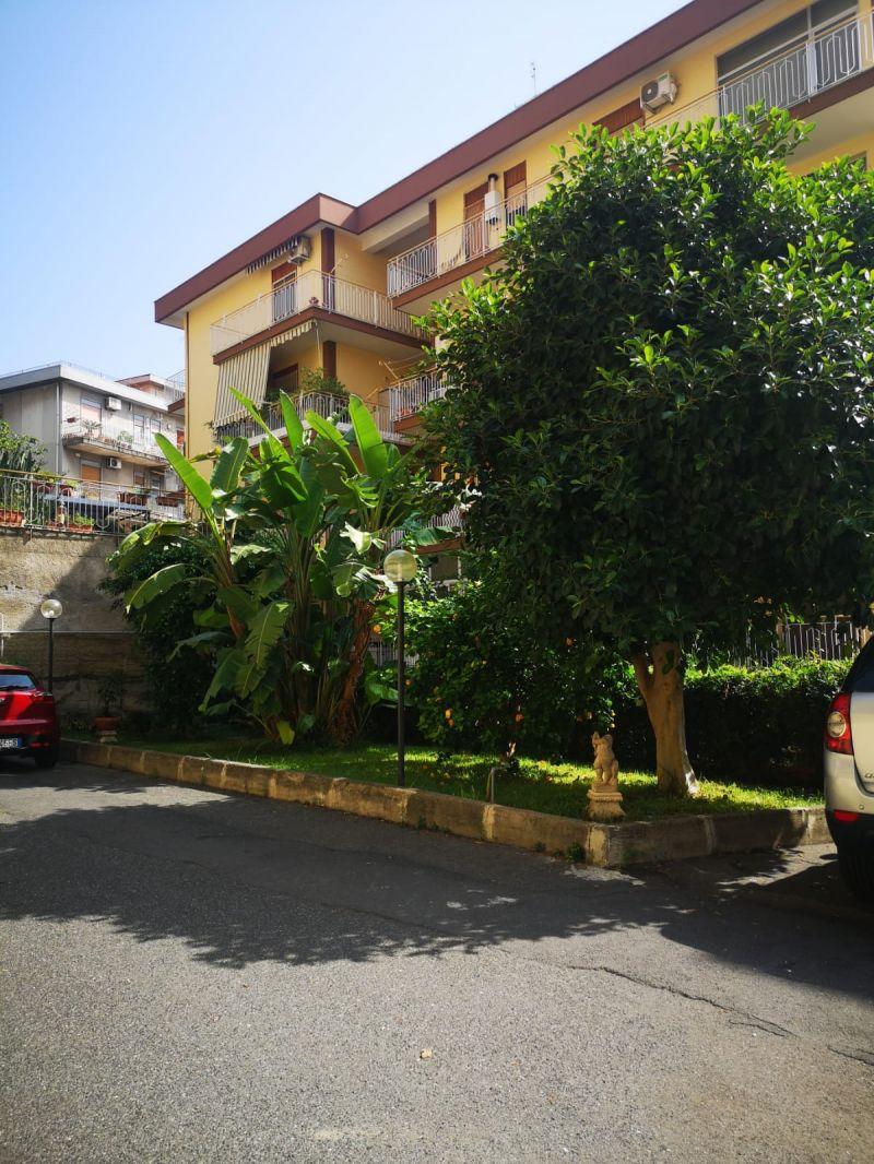 Catania-via Nizzeti vani 2 semiarredato