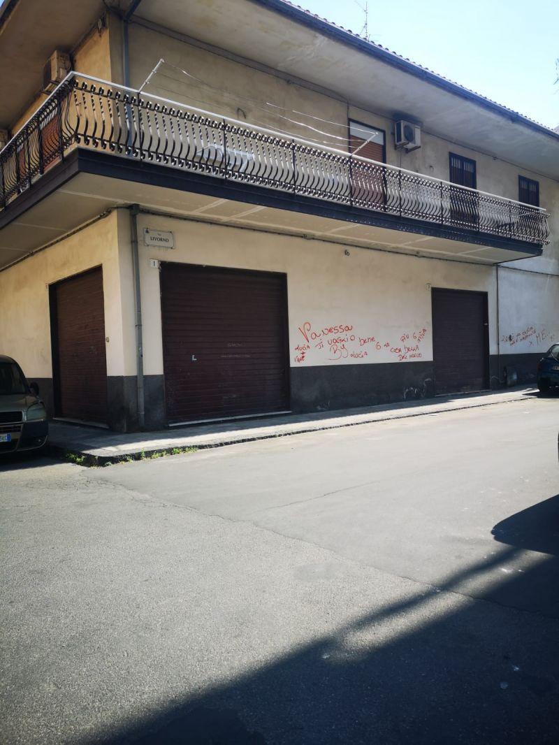 Misterbianco-via Modena /Livorno bottega angolare mq. 120 affittasi