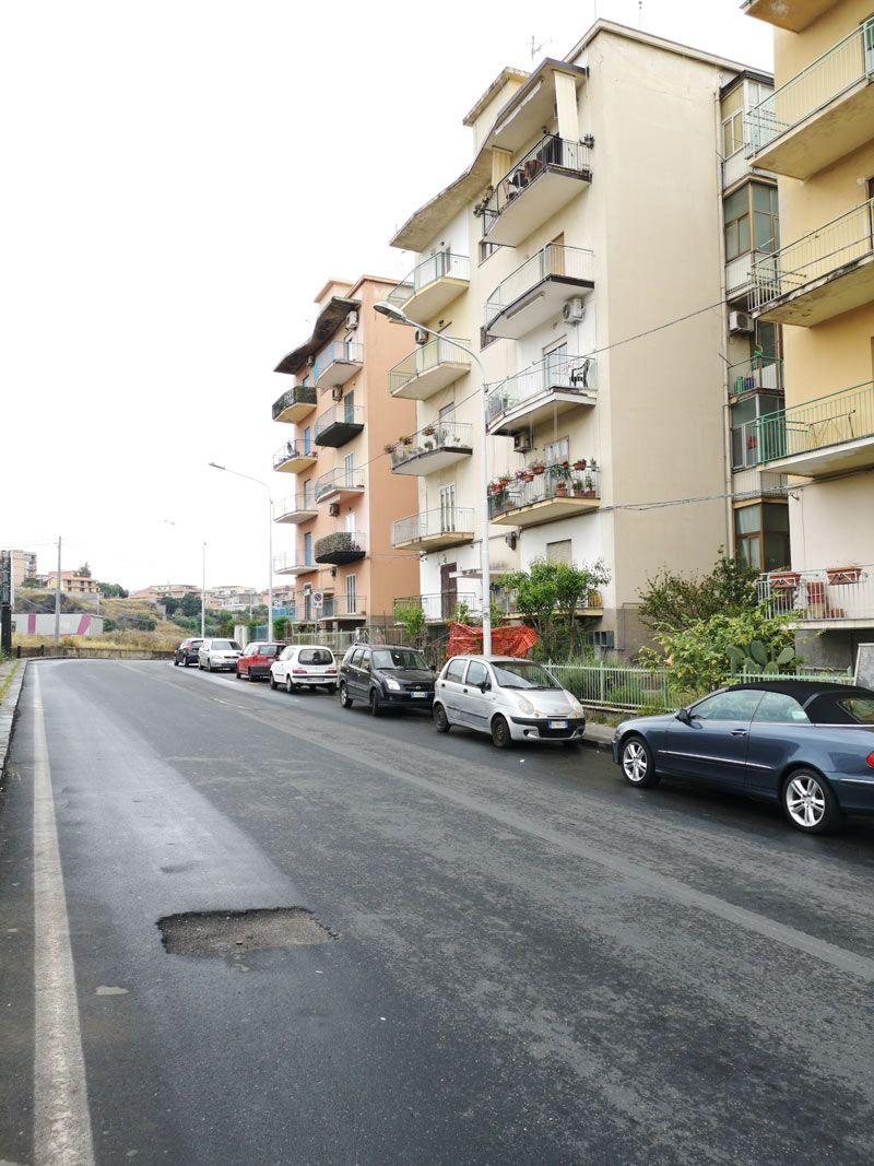 Catania-pressi Corso Indipendenza vani 4 + garage vendesi